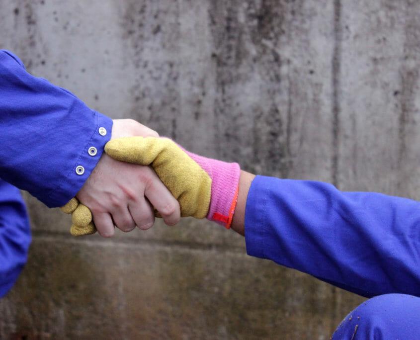 Handen die samenwerken